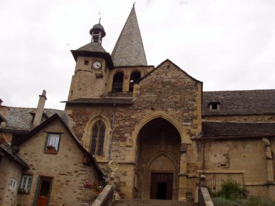 Aveyron  église d'Estaing