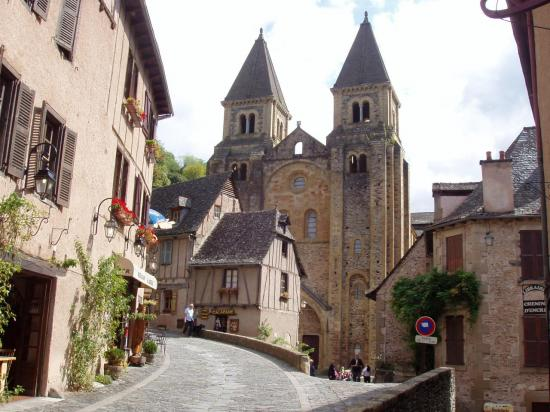 Aveyron  Conques l'abbaye