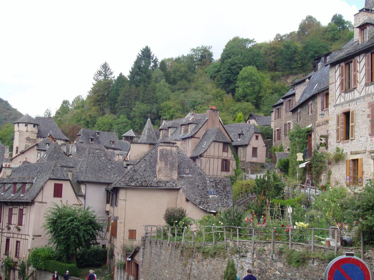 Aveyron    Conques le village