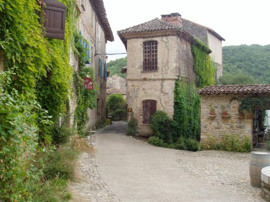 Bruniquel le village