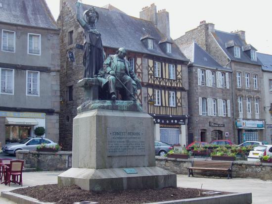 Tréguier statue d'Ernest Renan