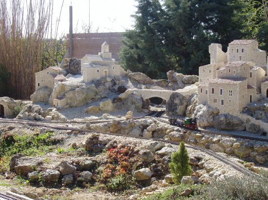 la Baume de Transit village miniature