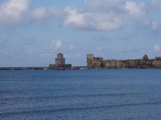 Méthoni la tour Bourdzi et la citadelle