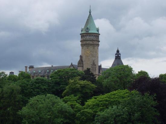 Luxembourg la tour symbole de la ville