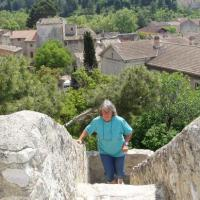 Pernes-les-fontaines la montée au donjon