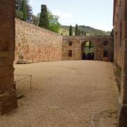 Abbaye de fontfroide la cour d'honneur