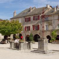 la place de Sauveterre de Rouergue