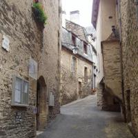 Estaing rue du village