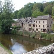l'Aveyron et la rue principale