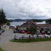 parking du restaurant  vue sur le lac