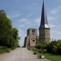 Bergues  la tour de l'abbaye et la tour carrée