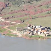 Celles village en partie englouti au bord du lac de Salagou
