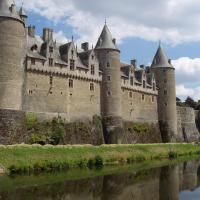 Josselin le château au bord de l'Oust