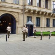 luxembourg-palais-ducal relève de la garde