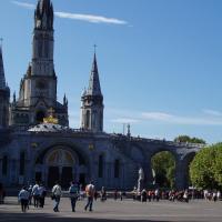 l'esplanade et la basilique N. du rosaire
