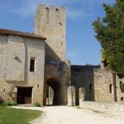 entrée du  village la tour donjon