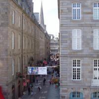 rue de saint Malo et flêche de la cathédrale st Vincent