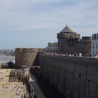 St Malo  sur les remparts